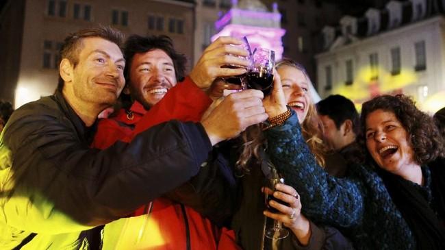 Warga Prancis bakal beramai-ramai merayakan hari di mana botolwine Beaujolais Nouveau dijual. (REUTERS/Emmanuel Foudrot)