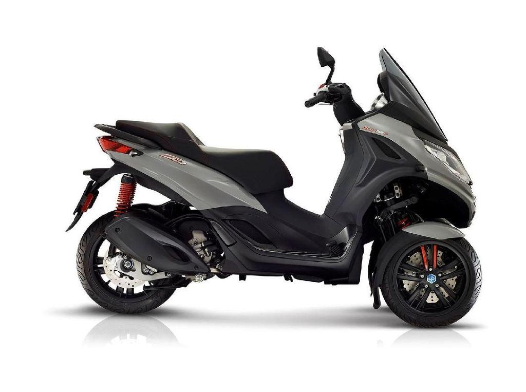 Skuter Tiga Roda Piaggio Bermesin 300 cc Performa Tinggi
