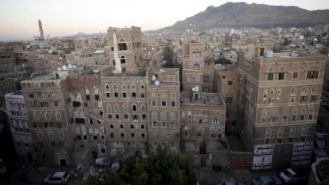 Sekitar 40 persen dari total 400 ribu anak di Yaman tinggal di Hudaidah, di mana banyak warga mengalami malnutrisi akut. (Reuters/Mohamed al-Sayaghi)