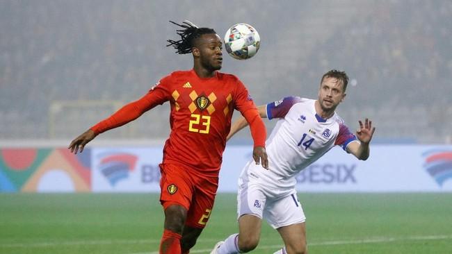 Michy Batshuayi jadi bintang kemenangan dengan dua gol yang dicetaknya. Laga berakhir dengan skor 2-0. (REUTERS/Francois Lenoir)