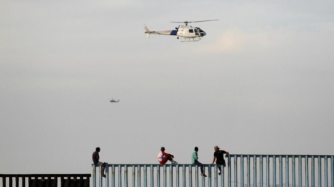 Sementara itu, ratusan anak imigran dilaporkan hilang, diduga diculik oleh kartel narkoba setempat. (Reuters/Jorge Duenes)