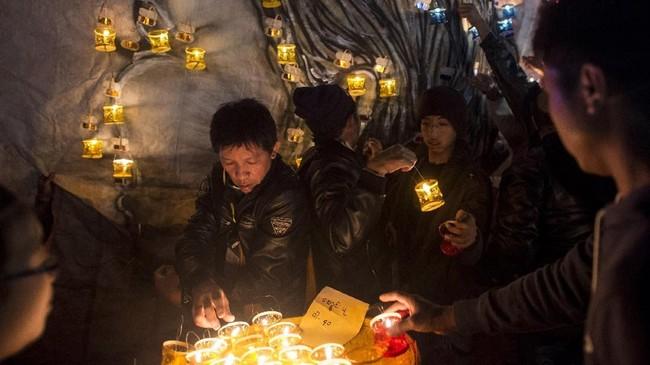 Tazaungdaing Festival disebut juga Festival Cahaya yang diadakan di malam purnama bulan Tazaungmon, atau bulan kedelapan di kalender orang Burma. (AFP/Ye Aung THU)