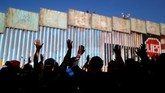 Di bawah pemerintahan Presiden Donald Trump, AS menerapkan regulasi ketat bagi para imigran sehingga mereka tak bisa masuk secara ilegal. (Reuters/Carlos Garcia Rawlins)