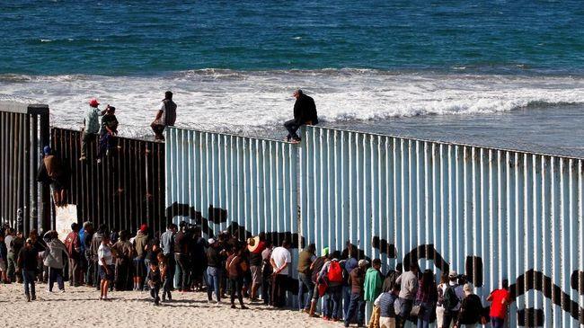 Sebulan, 76 Ribu Imigran Ilegal Coba Terobos Perbatasan AS