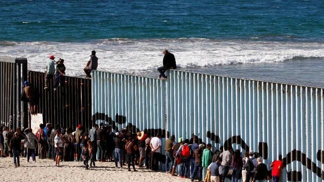 FOTO: Hidup Keras Pengungsi Honduras di Perbatasan AS