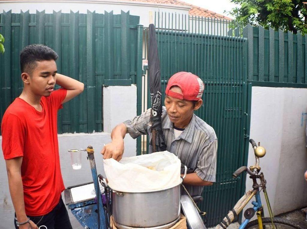 Selebgram Rijal Mulyana yang Kerap Pamer Aksi Kocak Saat Kulineran