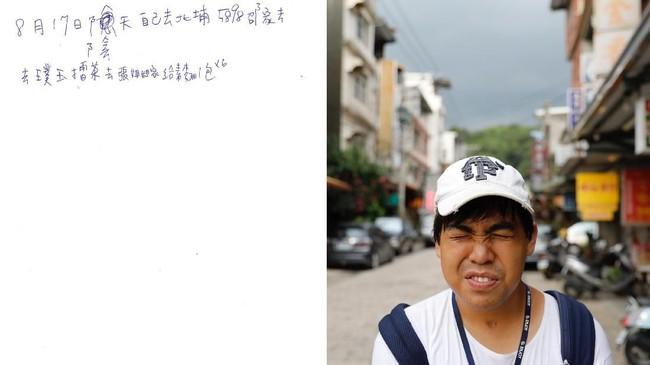 Diary Chen Hong-zhi bukanlah catatan curahan hati biasa. Buat Chen, catatan harian miliknya adalah hidupnya. (REUTERS/Tyrone Siu)