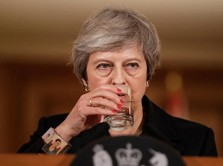 Theresa May Sebut Pelengseran Dirinya Bisa Tunda Brexit