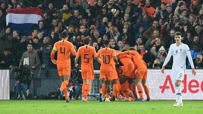 Gol ke gawang Prancis merupakan yang kedua bagi Georginio Wijnaldum di UEFA Nations League. Gol tersebut juga membuka kesempatan bagi Belanda untuk lolos ke putaran semifinal.(REUTERS/Toussaint Kluiters)