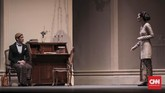 Dalam pementasan kali ini, sejumlah pemain utama dipastikan kembali berperan di atas panggung. Reza Rahadian kembali memerankan karakter Minke, Lukman Sardi sebagai Jean Marais dan Chelsea Islan sebagai Annelies serta pemain cilik, Sabia Arifin sebagai May Marais. (CNN Indonesia/ Hesti Rika)