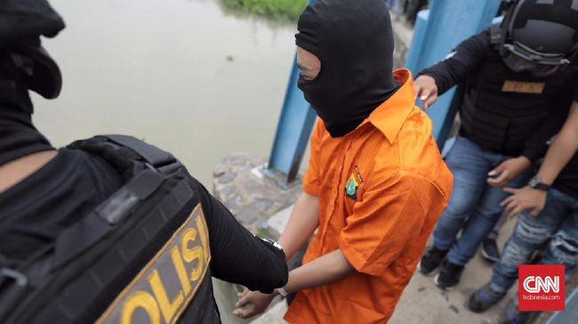 35 Reka Adegan Ungkap Kronologi Pembunuhan Keluarga di Bekasi