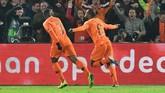 Gelandang timnas BelandaGeorginio Wijnaldum memecah kebuntuan untuk timnya usai membobol gawang Prancis pada menit ke-44. Wijnaldum mencetak gol memanfaatkan bola reboun Ryan Babel yang diblok Hugo Lloris. (REUTERS/Toussaint Kluiters)