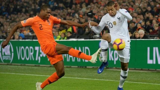 Penyerang muda timnas Prancis Kylian Mbappe tidak bisa mengulang kesuksesan pertemuan pertama dengan Belanda di UEFA Nations League. Di pertemuan pertama Mbappe sukses mencetak satu gol ke gawang Prancis. (REUTERS/Toussaint Kluiters)