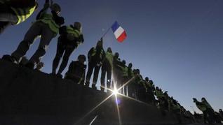 FOTO: Demo Kenaikan BBM Telan Korban di Prancis