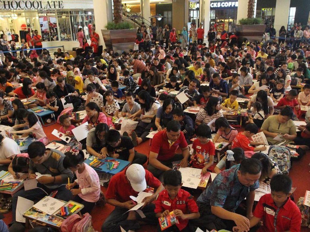 Ratusan Anak Ikut Mewarnai Bersama