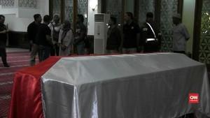 VIDEO: Jenazah Jaksa Korban Lion Air Dimakamkan