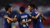Namun gol tendangan penjuru Korrakot Wiriyaudomsiri di menit ke-39 membuat Thailand berhasil menyamakan kedudukan. (Chalinee THIRASUPA / AFP)