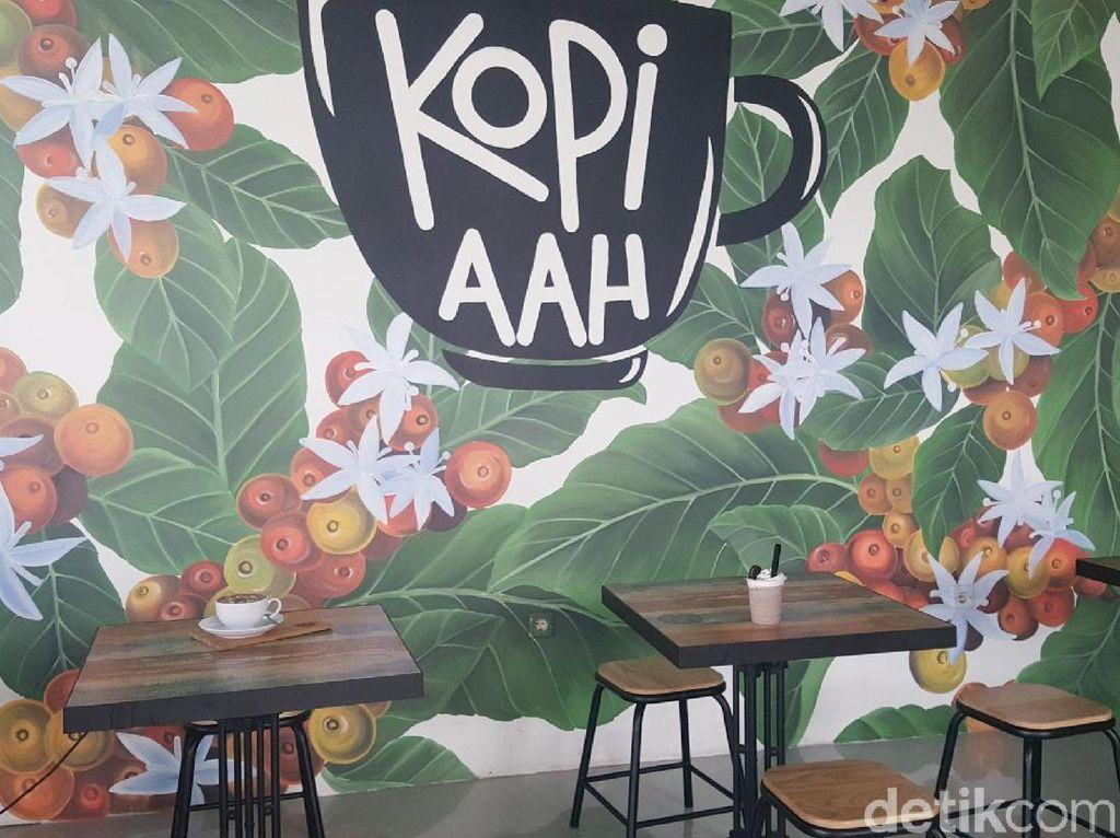 Kopi Aah : Nikmatnya Es Kopi Susu Premium dan Maryam Keju yang Renyah