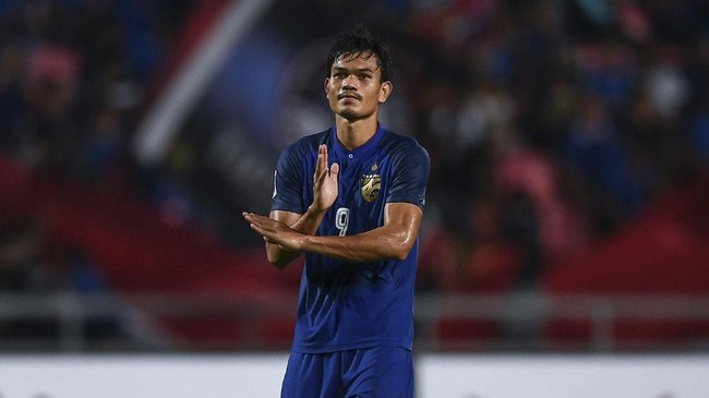 Adisak Kraisorn turut menyumbangkan gol bagi Thailand di menit ke-65 yang membuat skor menjadi 3-1. (Photo by Chalinee THIRASUPA / AFP)