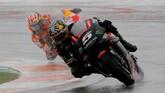 PebalapYamaha Tech 3 Johann Zarco cukup tertolong dengan sejumlah pebalap yang terjatuh di MotoGP Valencia. Memulai balapan di urutan ke-11 Zarco finis di posisi ketujuh. (REUTERS/Heino Kalis)