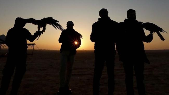 Selain saling bertukar pikiran mengenai Burung Elang, pengunjung juga bisa menyaksikan kompetisi balap Burung Elang yang diikuti oleh beragam Elang.