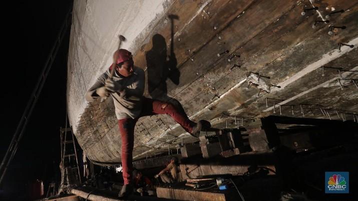 Geliat Pekerja Galangan Kapal Muara Angke