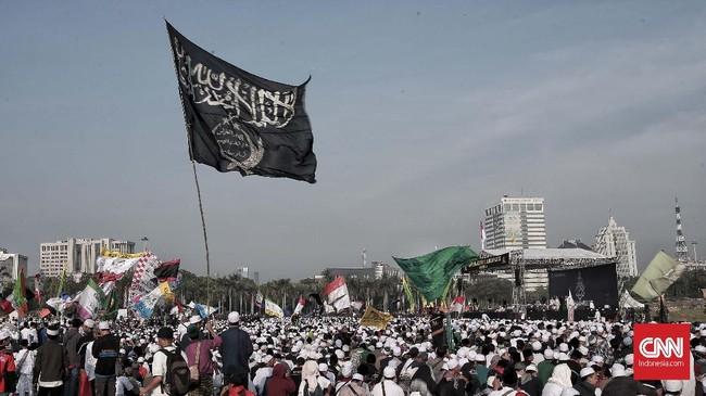 Ribuan umat Islam menghadiri acara Tablig Akbar Peringati Maulid Nabi Muhammad SAW 1440 H yang digelar olehMajelis Rasulullah SAWdi Monas, Jakarta, Selasa (20/11). (CNN Indonesia/Andry Novelino)