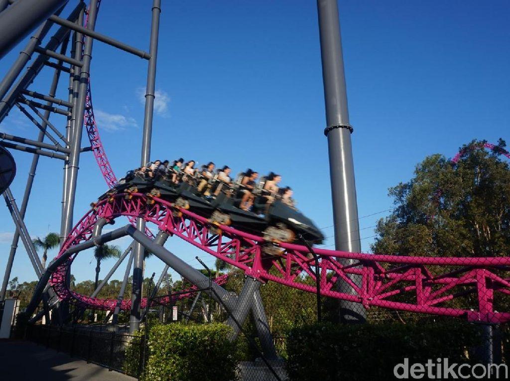 Foto: Dihajar Rollercoaster Tercepat di Bumi Bagian Selatan