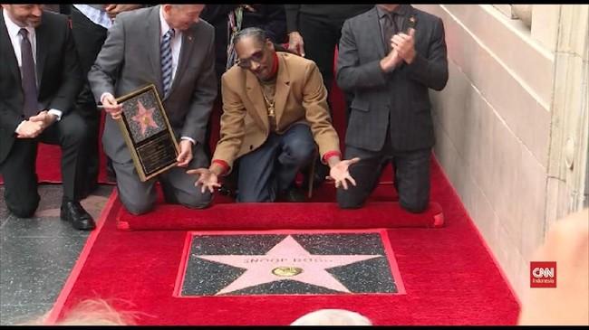 VIDEO: Snoop Dogg Raih Bintang di <i>Walk of Fame</i>