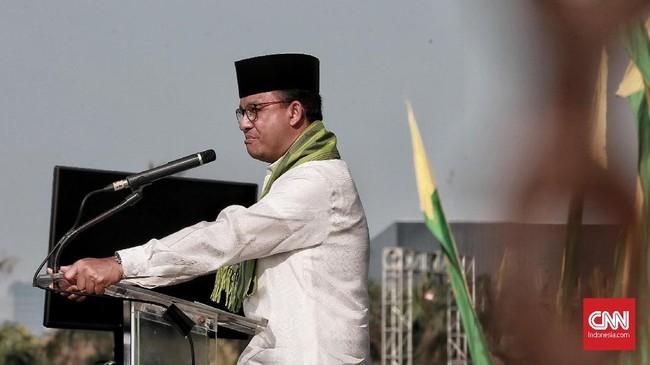 Di hadapan ribuan orang, Gubernur DKI Jakarta Anies Baswedan mengucapkan rasa terima kasih kepada para jemaah.