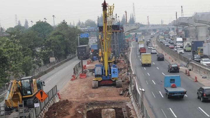 Kementerian Perhubungan (Kemenhub) masih menunggu kepastian kesiapan Jalan Tol Jakarta-Cikampek (Japek) Elevated II.