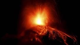 FOTO: Ribuan Warga Mengungsi Hindari Letusan Gunung Fuego