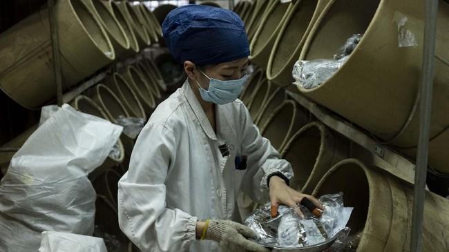 Kepercayaan warga pada obat tradisional ditambah dukungan WHO setidaknya menaruh harapan bagi China untuk memperluas pasar obat tradisionalnya ke skala global. (Photo by Johannes EISELE/AFP)