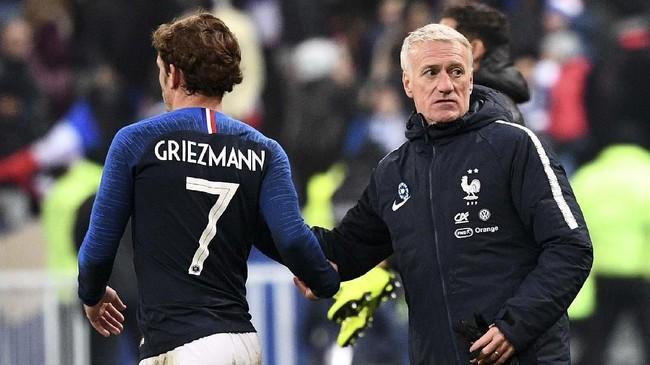 Griezmann ditarik ke luar oleh juru taktik tim, Didier Deschamps, pada menit ke-90 dan digantikan Moussa Sissoko. Les Bleus menang 1-0 atas timnas Uruguay pada laga persahabatan tersebut.(Photo by FRANCK FIFE / AFP)