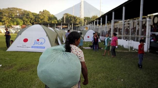 Hingga saat ini belum ada laporan yang menyatakan korban jiwa dalam kejadian Gunung Fuego yang meletus itu. (REUTERS/Luis Echeverria)