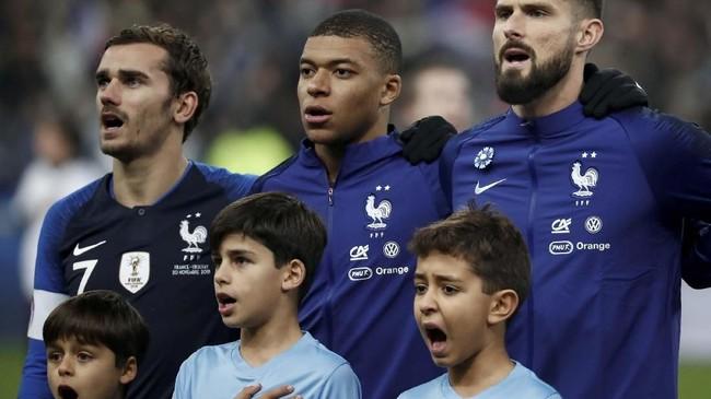 Setelah timnas Prancis bersua Uruguay perempat final Piala Dunia 2018, Les Bleus kembali melawan La Celeste pada laga persahabatan di Stade de France, Selasa (20/11) waktu setempat. (REUTERS/Benoit Tessier)