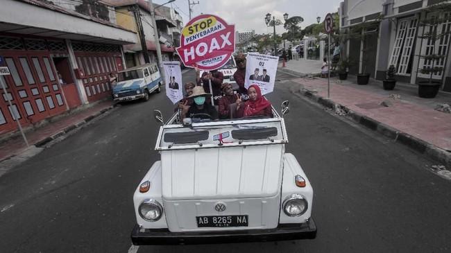 Informasi palsu alias hoaks menjadi ancaman paling disorot oleh penyelenggara, pengawas, dan peserta pemilu. Kampanye untuk melawan hoaks gencar digerakkan selama masa kampanye ini. (ANTARA FOTO/Andreas Fitri Atmoko)