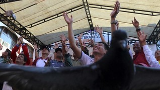Sopir Purnawirawan Inisiatif Pakai Plat TNI Bawa Nasi Bungkus