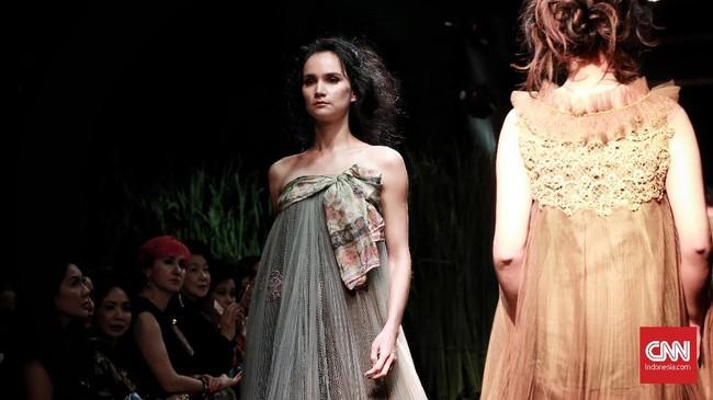 Desainer Yanny Tan untuk pertama kalinya keluar dari 'kepompongnya' setelah 10 tahun berkarya lewat sebuah gelaran bertajuk