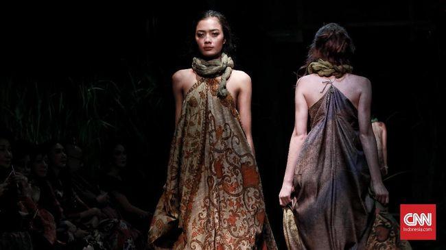 'Puisi Warna Alam' Lewat Sehelai Kain Batik