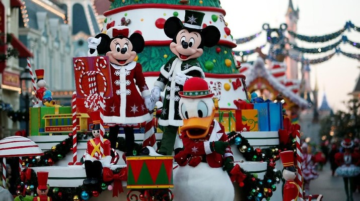 Ulang Tahun ke 90, Mickey Mouse Cs Ramaikan Jalan di Paris