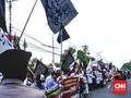 Ratusan Orang Bawa Bendera Tauhid Kawal Kasus Penghinaan NU