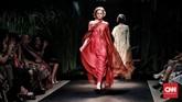 Motif batik berupa flora dan fauna tak terkesan 'usang', ditambah penggunaan kain yang ringan.(CNN Indonesia/Andry Novelino)