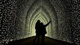 Selain itu, pengunjung juga bisa melihat cahaya di terowongan katedral sepanjang 100 meter.