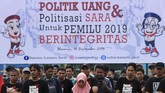 Pemilu 2019 akan menggelar pemilihan presiden dan pemilihan legislatif secara serentak. Di ajang pilpres, dua kandidat presiden dan wakil presiden Prabowo Subianto-Sandiaga Uno dan Jokowi-Ma'ruf Amin bertarung untuk merebut hati rakyat (ANTARA FOTO/Akbar Tado)