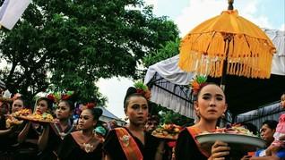 Mengintip Keunikan Tradisi Perang Topat di Lombok Barat