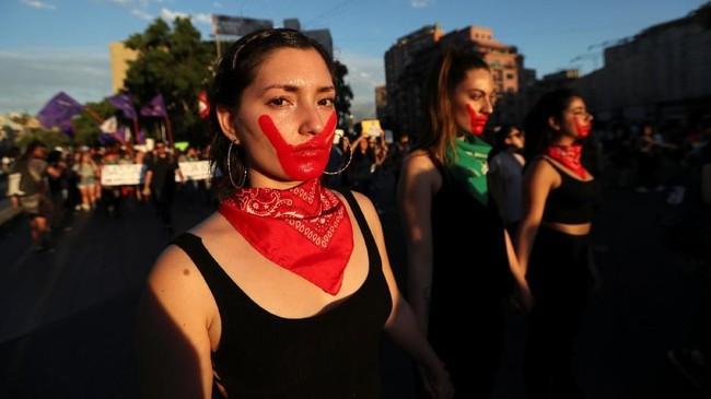 Massa kemudian bergerak ke Alameda. (Reuters/Ivan Alvarado)