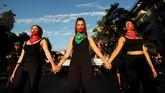 Demonstrasi ini merupakan bagian dari peringatan Hari Penghapusan Kekerasan terhadap Perempuan Internasional yang puncaknya jatuh tiap tanggal 25 November. (Reuters/Ivan Alvarado)