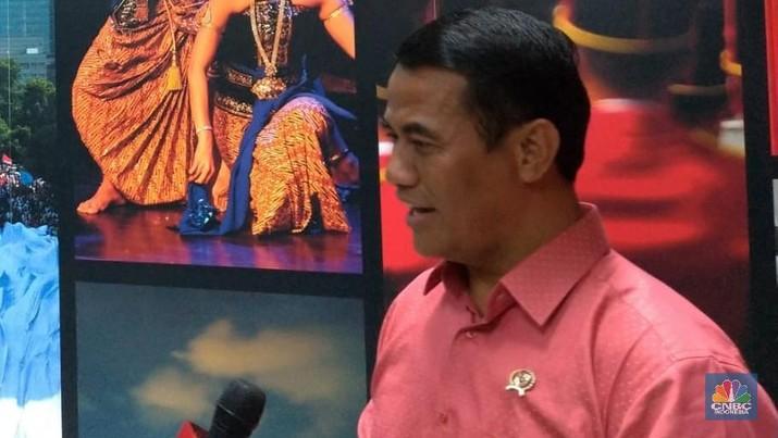 Menteri Pertanian Amran Sulaiman mengucap syukur ketika mendengar kabar bahwa ia bersama tiga menteri lain mendapatkan kenaikan bonus dari Presiden Joko Widodo.