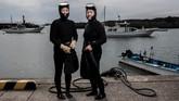 Setiap 'ama' yang berarti 'wanita laut' hanya memiliki peralatan yang belum sempurna yakni cincin apung untuk memberi tanda kehadirannya di permukaan saat ia menyelam. (Martin BUREAU / AFP)